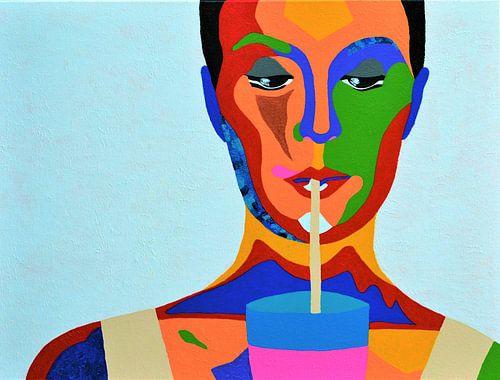 Milkshake, kleurrijk schilderij van dame met koude milkshake