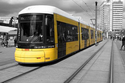 Tram op Alexanderplatz van Amsterdam Fotografie (Peter Bartelings)