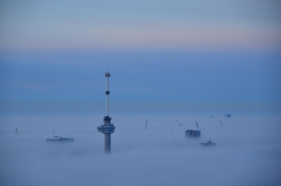 Euromast en  Havenkranen boven de Mist.