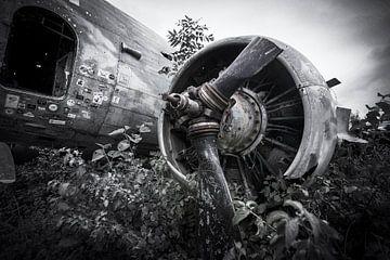 Verlaten militair vliegtuig wrak Dakota Kroatie van Ger Beekes
