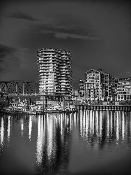 Nijmegen by night #2 (zwart wit) van Lex Schulte