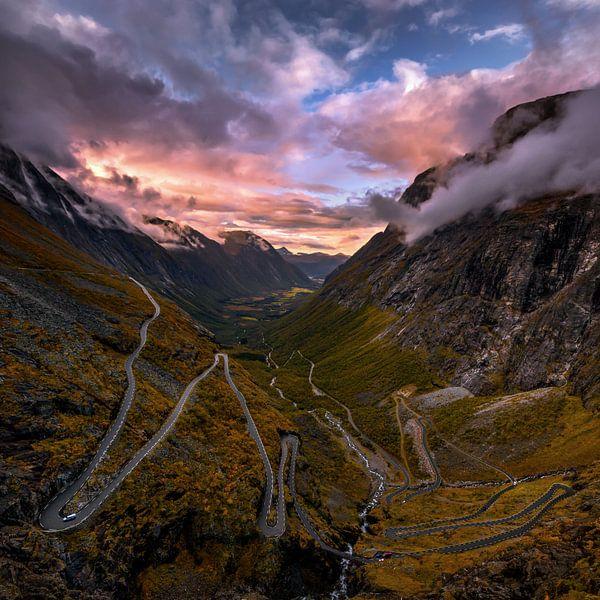 The Trollstigen road in Norway van Niels Tichelaar