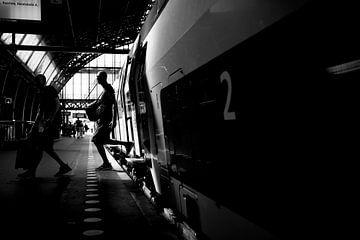 Steigen Sie aus dem Zug von Bart Rondeel