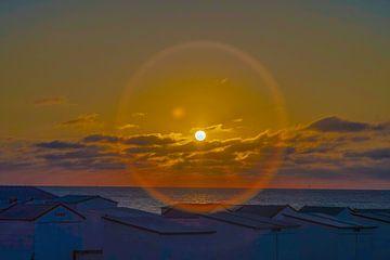 Zonsondergang in zee van