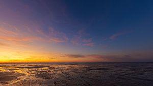 Panorama zonsondergang aan het strand van