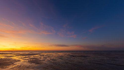 Panorama zonsondergang aan het strand