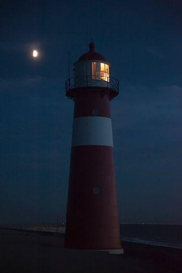 Vuurtoren in het licht van de maan van Anouschka Hendriks