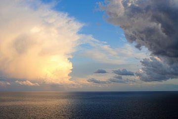 Hemel en hel boven de Adriatische zee van Annavee