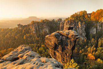 Wehlnadel bij zonsopgang, Bastei, Elbsandsteingebergte, Saksen, Duitsland van Markus Lange
