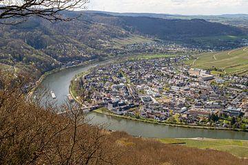 Uitzicht op de Moezelbocht bij Bernkastel-Kues van Reiner Conrad