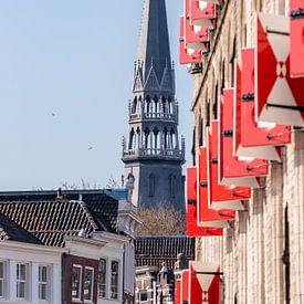 Goudse luiken en de toren van de Sint-Janskerk van Gouda op zijn mooist