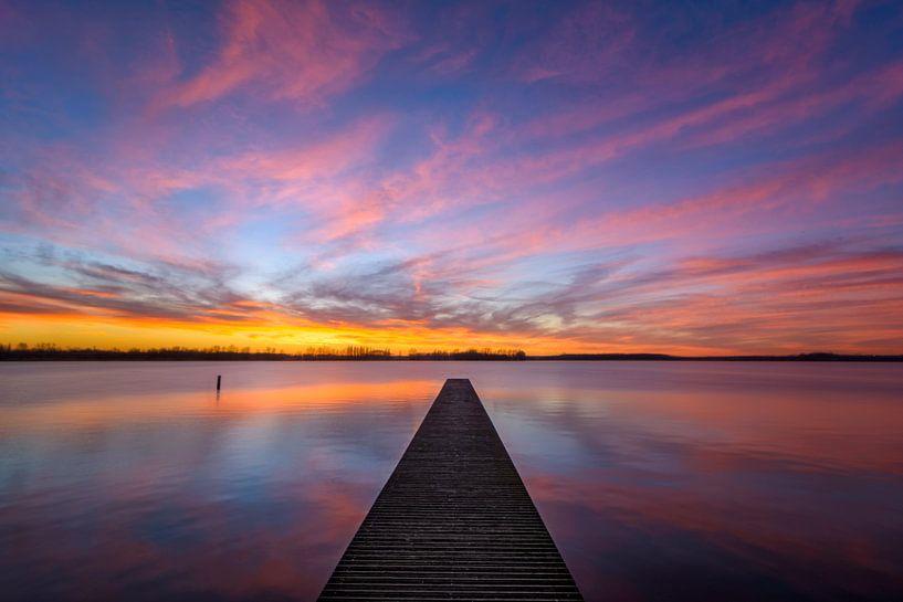 Valkenburgse meer bij zonsondergang van Martijn van der Nat