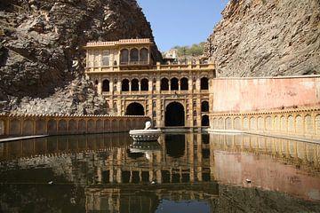 Watertank bij de Galta Tempel van Cora Unk