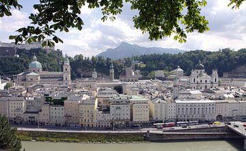 Uitzicht over Salzburg van Judith van Bilsen