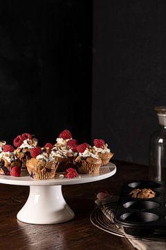 stilleven foodfoto van muffins met framboos van Annet van Esch