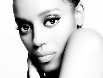 Portret van een Donkere Vrouw in High Key