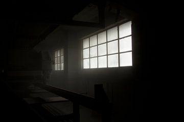 Een raam in een oude fabriek van Melvin Meijer