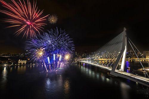 Vuurwerk Erasmusbrug Rotterdam Wereldhavendagen van Prachtig Rotterdam