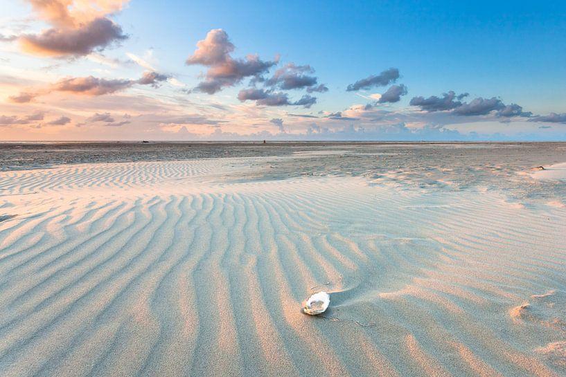 Avondlicht over het strand van Terschelling - Sunset at the beach Terschelling van Jurjen Veerman
