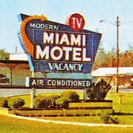 Modern TV - Miami Hotel van Melanie Rijkers