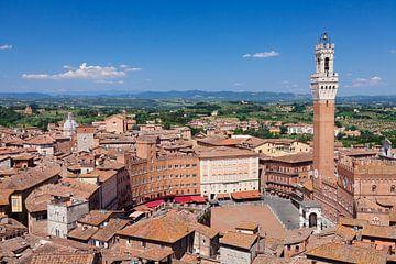 Piazza del Campo met stadhuis Palazzo Pubblico, Siena, Toscane, Italië van Markus Lange