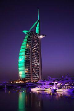 Dubai bij nacht van Jürgen Wiesler