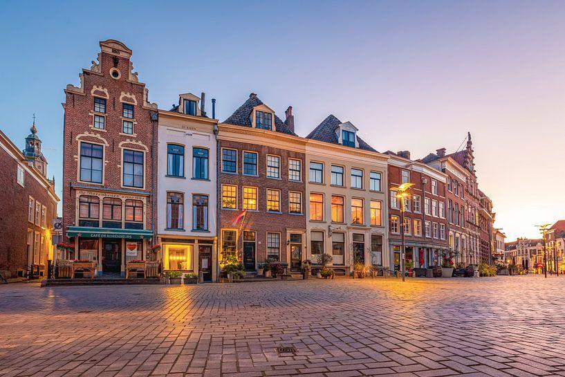 Historische Häuserzeile auf dem Saatgutmarkt (Zaadmarkt) von Zutphen von Arjan Almekinders