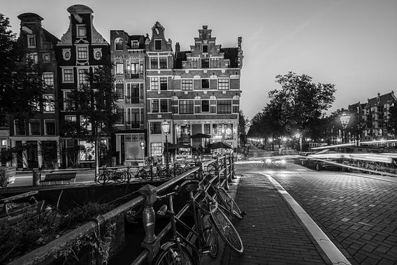 Downtown Amsterdam van Scott McQuaide