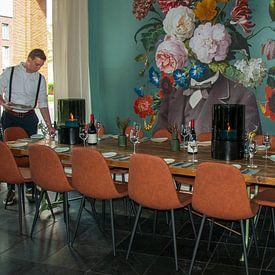 Photo de nos clients: Zelfportret met bloemen 3 (groengrijze achtergrond) sur toon joosen