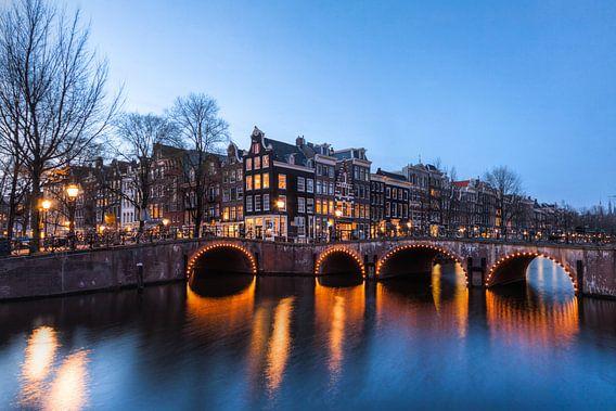 Amsterdam in het Blauwe Uur van Frenk Volt