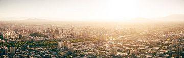 Zonsondergang boven Santiago de Chile van Shanti Hesse