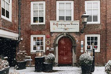 De Campveersche Tooren in de sneeuw van Percy's fotografie