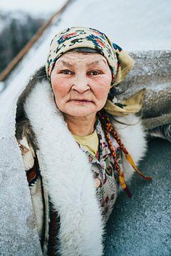 Porträt einer Nenet-Frau in Sibirien von Milene van Arendonk