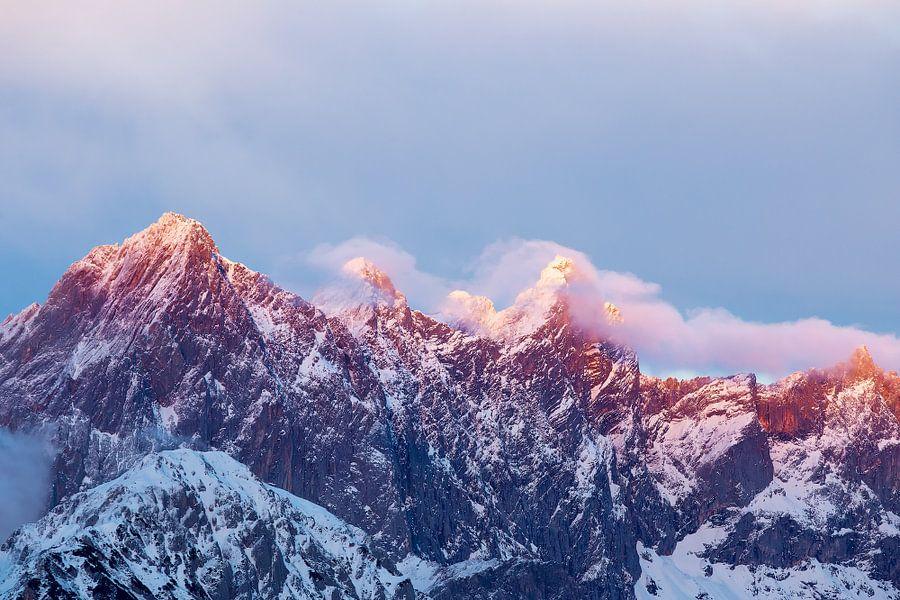 Alpenglühen op de Dachstein van Coen Weesjes