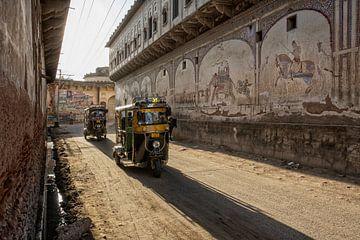 Delhi, Inde. Tuktuk. traditionnel indien moto moto rickshaw taxi sur l'une des rues de New Dehli sur Tjeerd Kruse