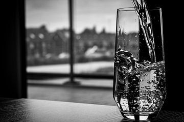 Glas vullen met water von Jelle Mijnster