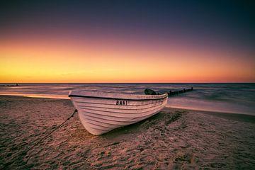 Bateau de pêche sur la plage sur Skyze Photography by André Stein