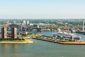 Zicht op Rotterdam vanaf de Euromast. van Brian Morgan