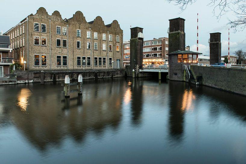 Schiedam, Oranjebrug met Nieuwe Haven van Jan Sluijter