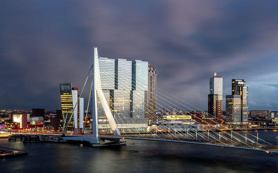 Rotterdam Erasmusbrug bij avond