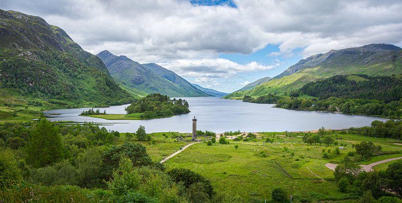 Glenfinnan Monument bij Loch Shiel in Schotland van Arja Schrijver Fotografie