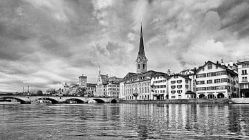 Antike Architektur im historischen Stadtzentrum Zürichs von Tony Vingerhoets