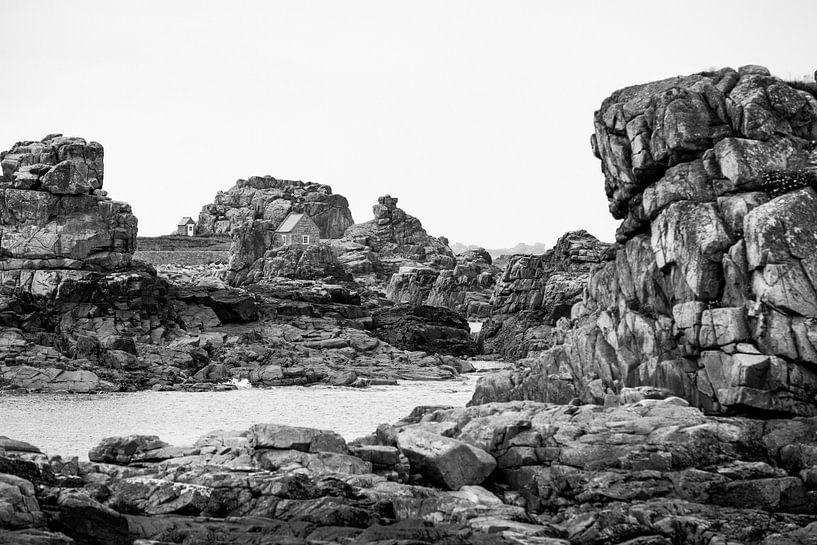 Huisje in de rotsen. van Karel Pops