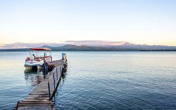 Bateau sur le lac Sevan (Arménie) sur Stijn Cleynhens