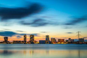 Avondfoto skyline Almere - 1 von Dennis Kuzee