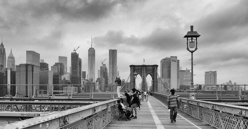 brooklyn bridge and what tourist do to capture the skyline van ÇaVa Fotografie
