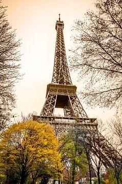 Eiffeltoren Parijs in Sepia sur Mark De Rooij