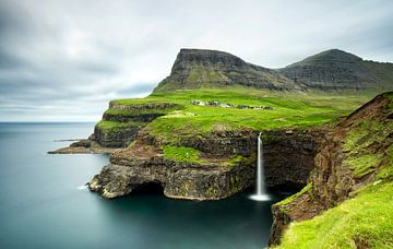 Gasadalur waterval, Faeröer eilanden van Sebastian Rollé - travel, nature & landscape photography