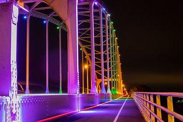 Kleurrijke Wilhelminabrug bij Deventer