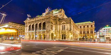 Vienna State Opera in Vienna at night van